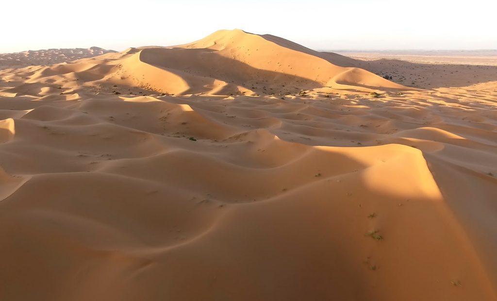 dunas a través deñ desierto de Merzouga
